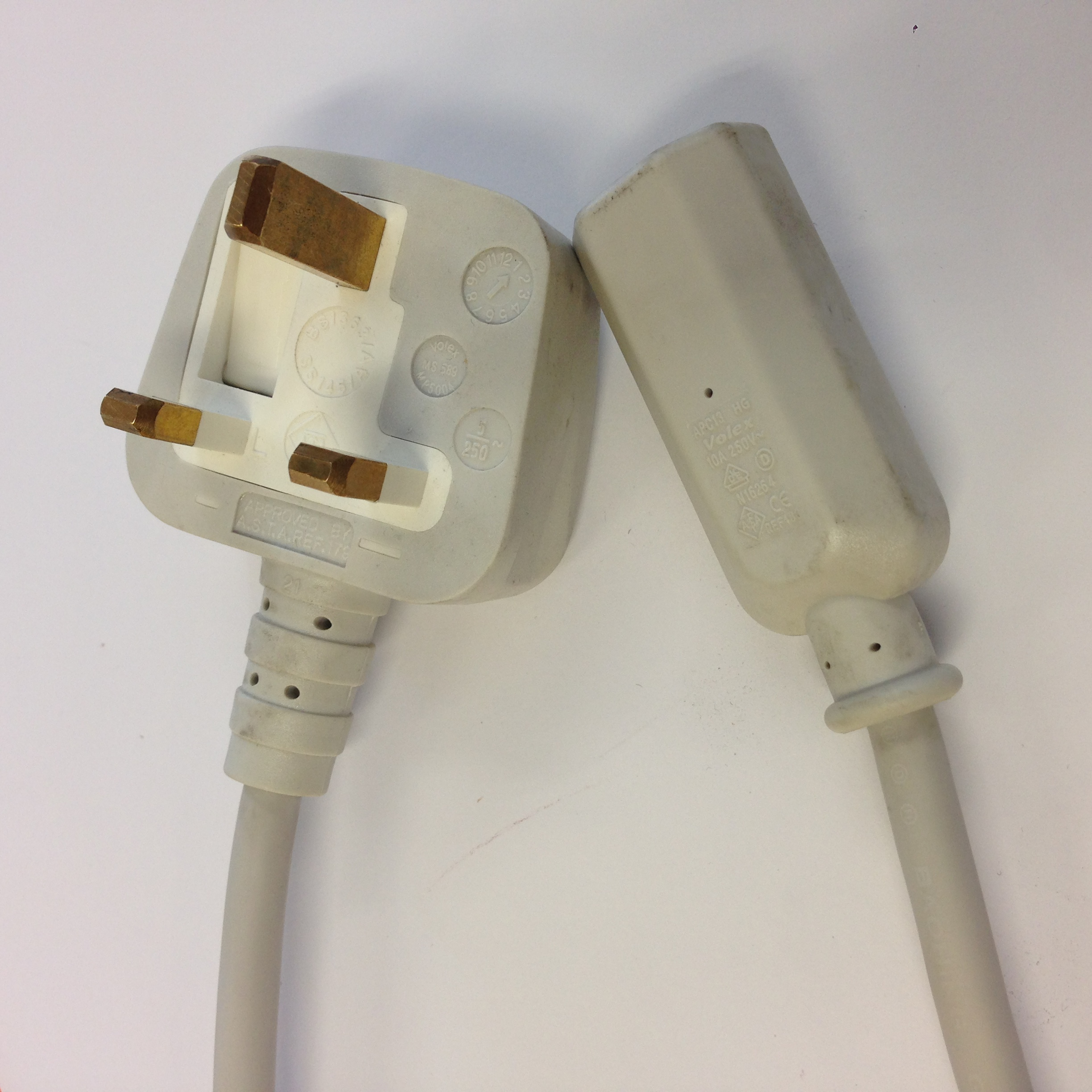 Apple IEC Mains lead (Kettle type) - UK